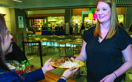 Portland Int'l Reduces Food Court Waste With Reusable Dishes